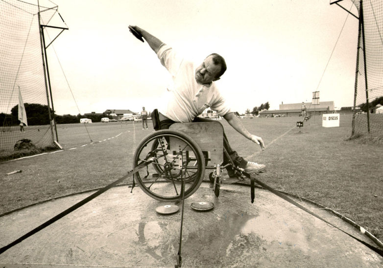 John Harris preparing to throw the discus in 1984